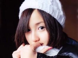 日本清纯美女校花雪地写真